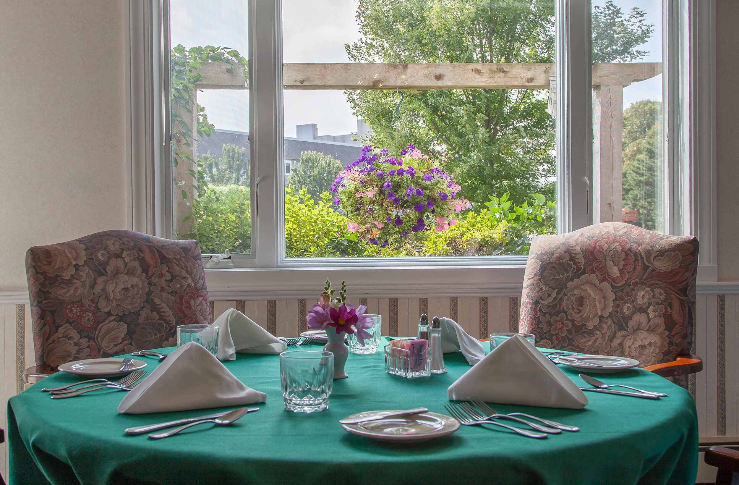 The Cove at Thirwood Place - dining